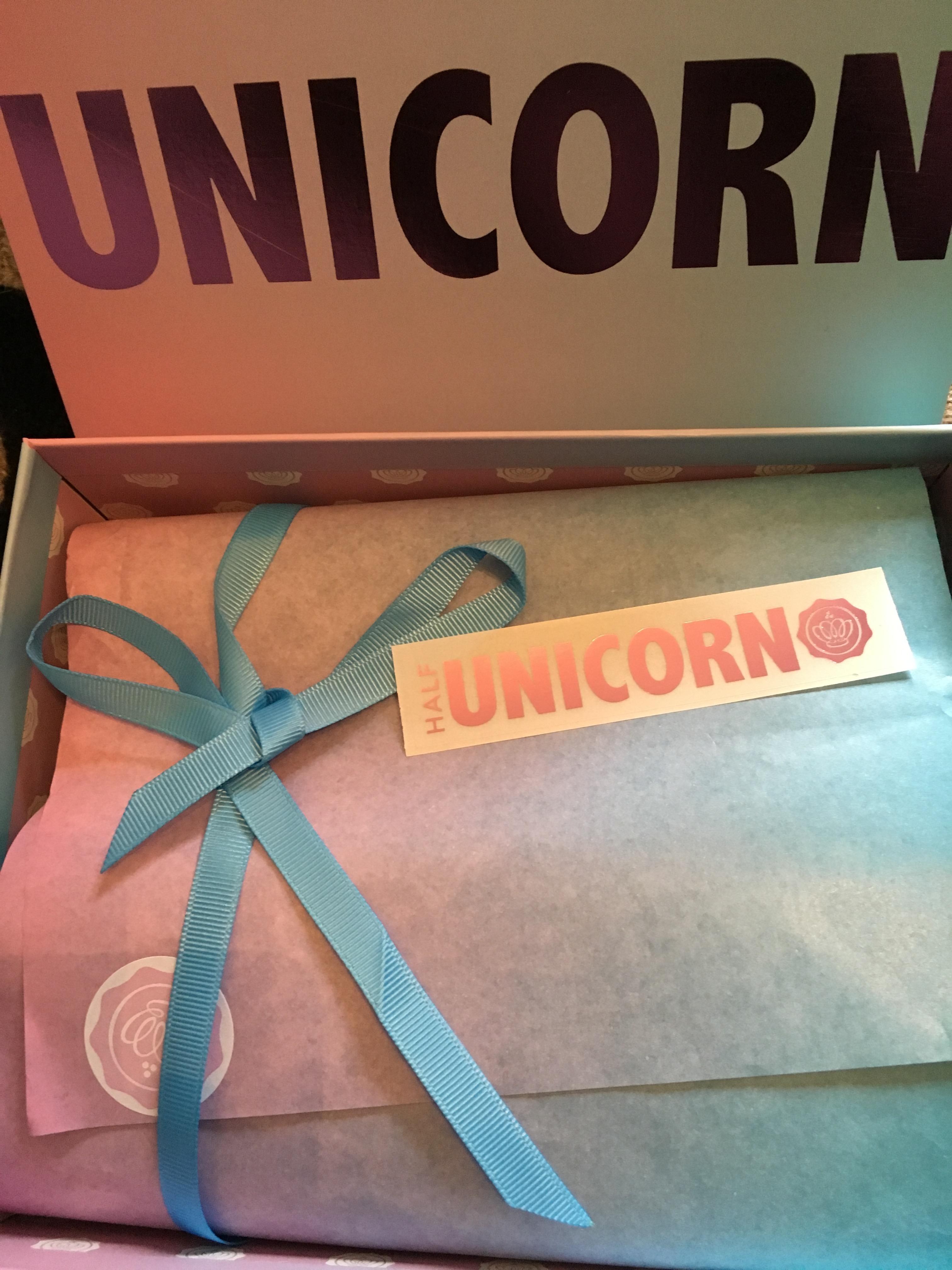 Unboxing October's unicorn Glossybox