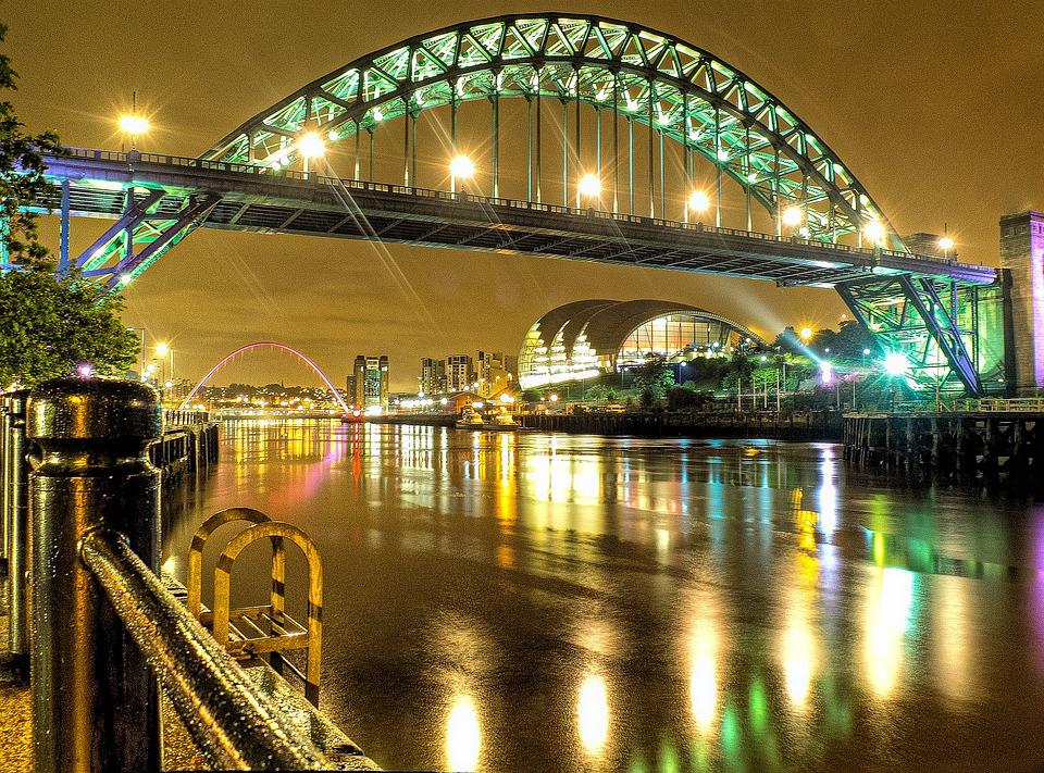 The iconic Tyne Bridge at night
